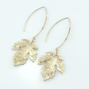 Dangling Leaf Earring